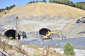 Tünel çalışmaları bir yıl daha uzadı