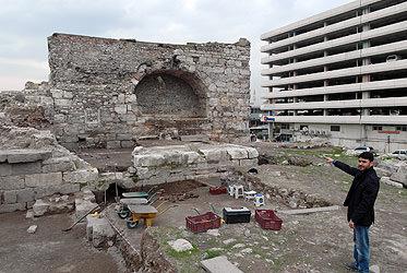 Kemeraltı'nın tarihi kemerleri bulundu