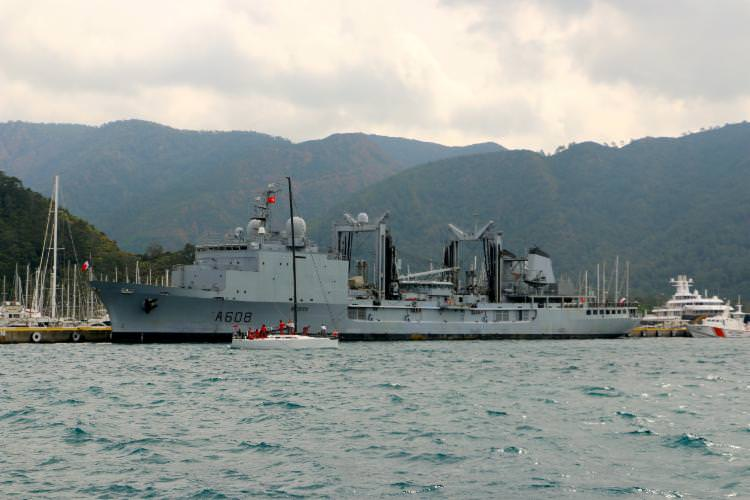 Fransız savaş gemisi Marmaris'te