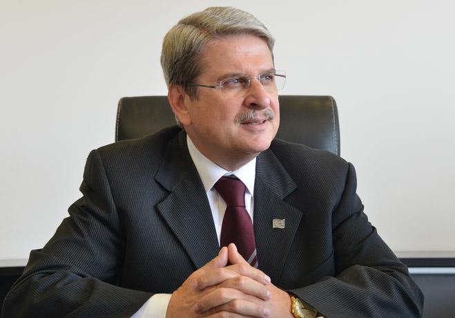 Kimlik siyaseti CHP'yi küçültür